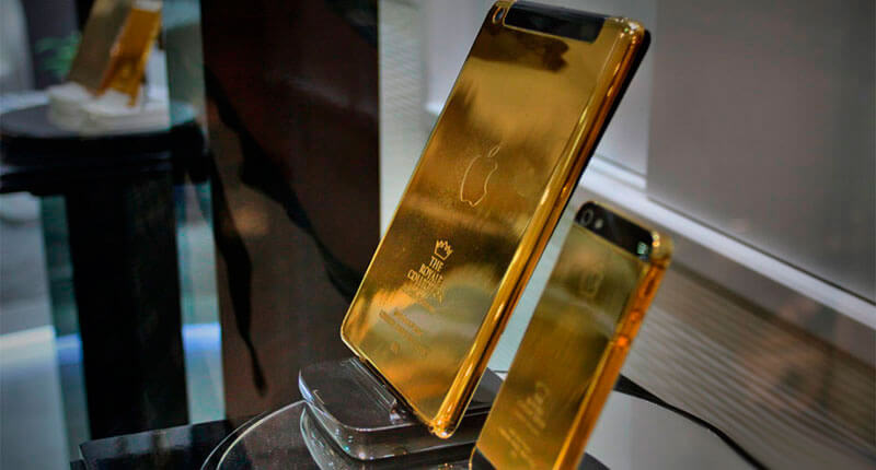 You-will-be-offered-an-Ipad-and-Iphone-golden-shower-in-some-hotels-Crazy-Dubai