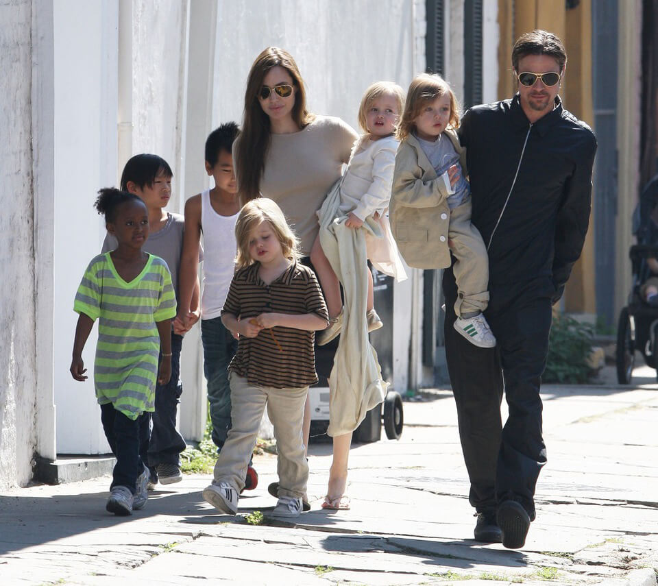 Angelina Jolie, Brad Pitt, Maddox , Zahara, Shiloh, Pax and twins Knox and Vivienne pictured in New Orleans. Angelina and the family recently arrived in New Orleans to be with brad who is in the middle of filming his latest movie project 'Cogan's Trade' on location in New Orleans, Louisiania. Credit: Swarbrick/Watts/INFphoto.com Ref.: infusny-169/uspa-06 sp 