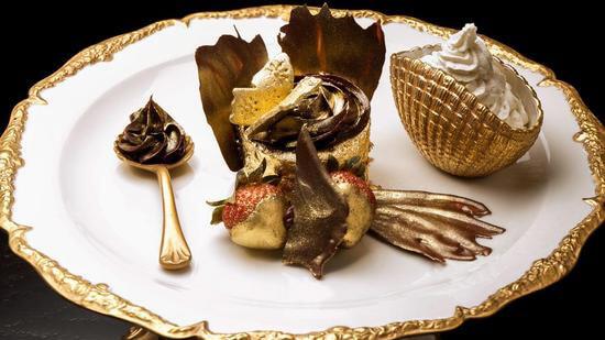 golden-phoenix-cupcake-thumb-550x309