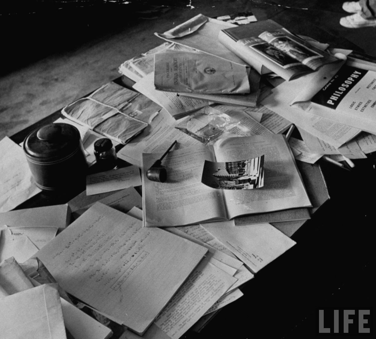 Einstein's desk photographed a day after his death - Imgur