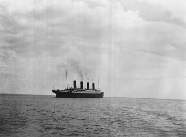 The last picture that was taken of the Titanic before it sank - Imgur