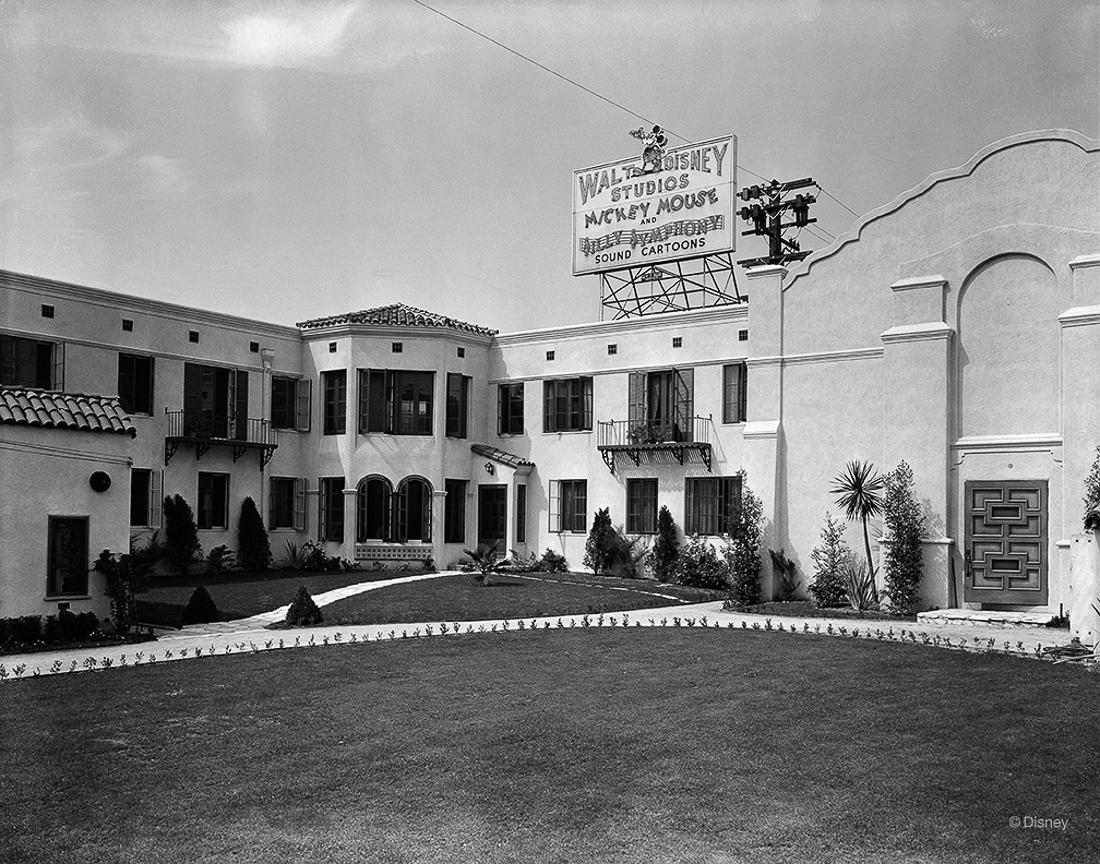 W latach 1926-1940 główny budynek studia Disneya znajdował się w na 2719 Hyperion Avenue w Los Angeles.