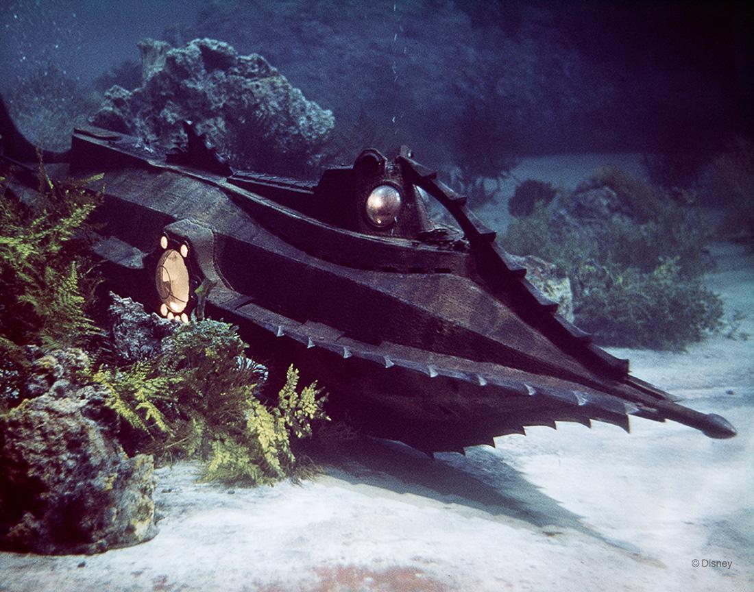 Rok 1954- Statek Kapitana Nemo z Disney'owskiej adaptacji 20 000 mil podwodnej żeglugi.