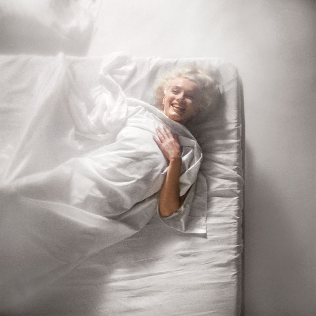 DOUGLAS KIRKLAND/In Bed with Marilyn, 1961