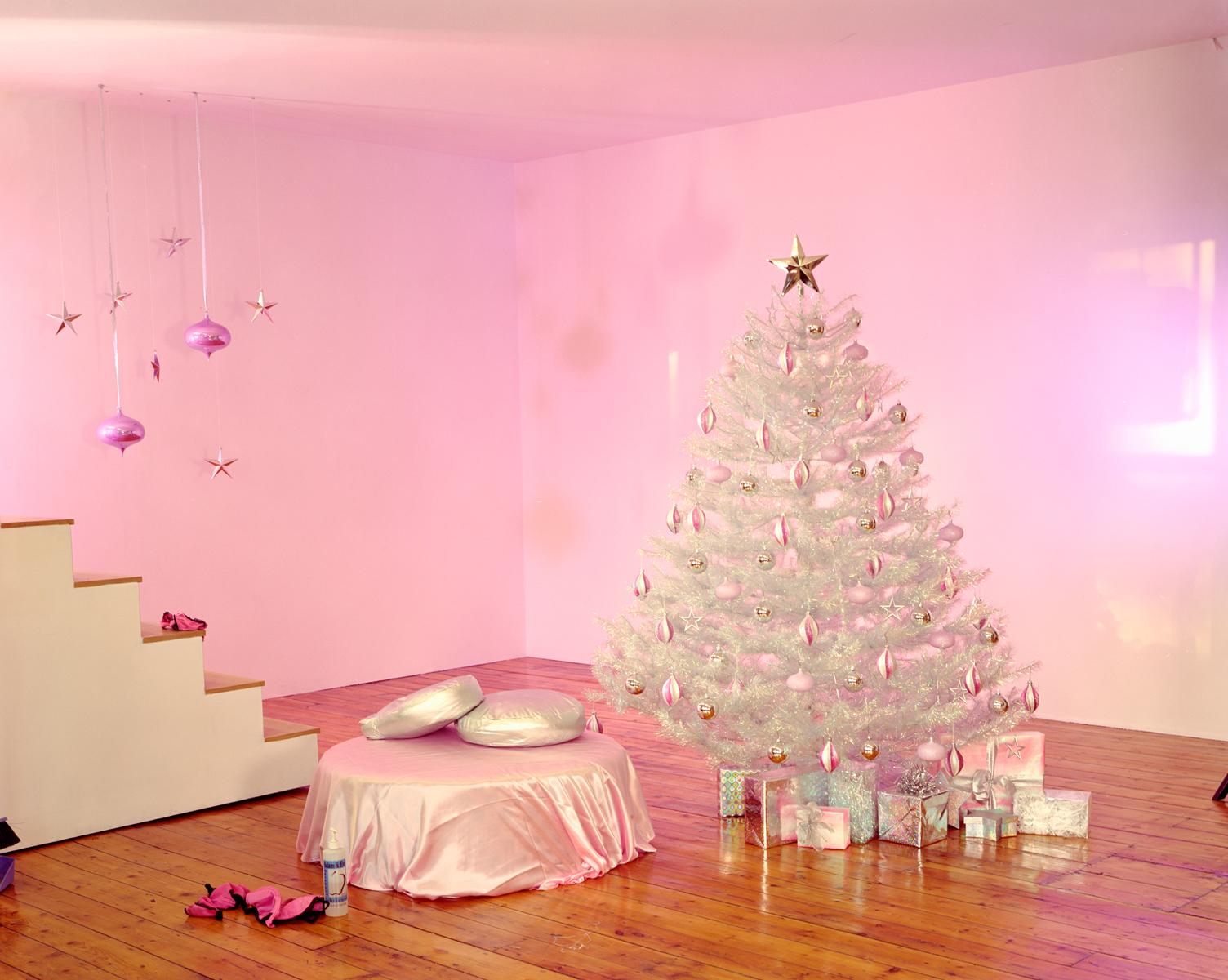 Empty porn sets, Christmas set