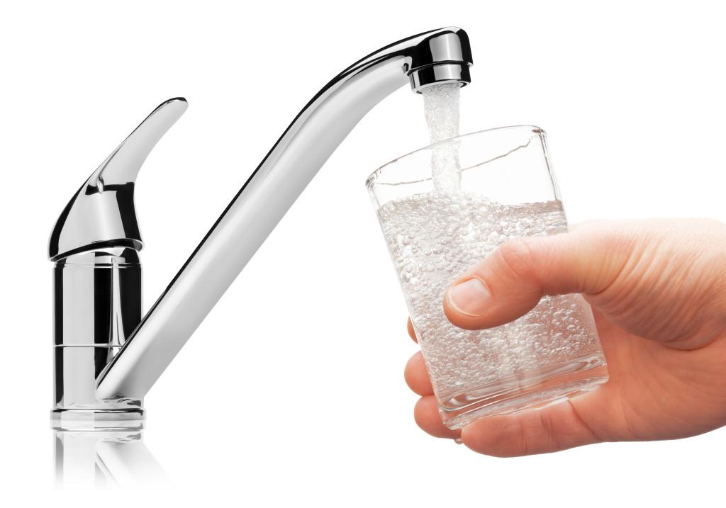 6 powodów, przez które nie sięgniesz po wodę w butelce