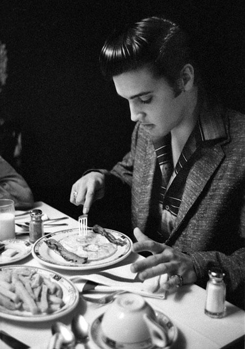 elvis_breakfast_1956