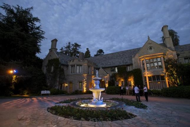 """A general view of the Playboy Mansion during the premiere of """"The Transporter Refueled"""" in Los Angeles, California August 25, 2015. REUTERS/Mario Anzuoni"""