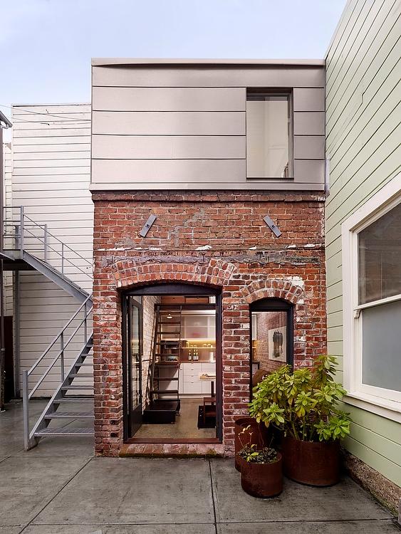 1456349902-syn-hbu-1456259451-brickhouse04