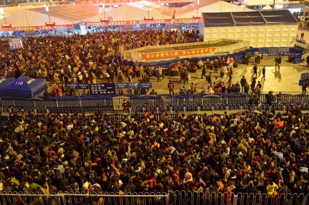 ludzki korek na chińskim dworcu