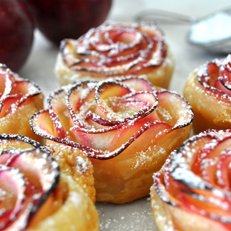 Beautiful-Rose-Shaped-Dessert-Made-With-Delicious-Apple-Slices-Wrapped-In-Crispy-Puff-Pastry2__880