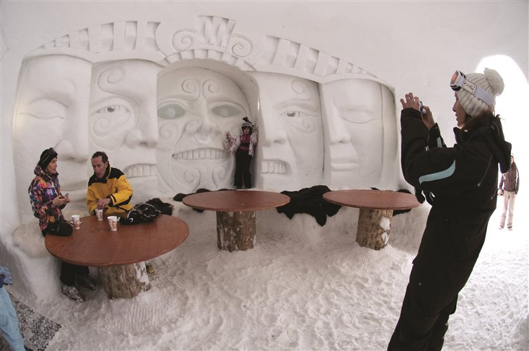 The giant one, for dinner and drinks – Iglu-Dorf, Switzerland