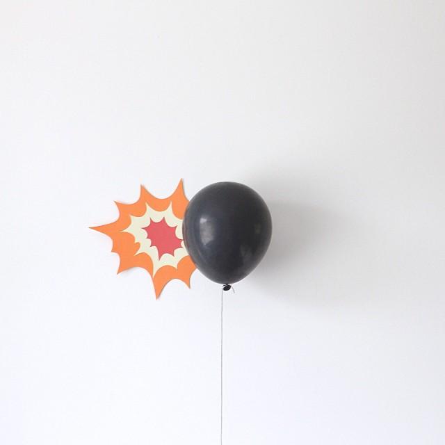 minimal-photography-funny-balloons-peechaya-burroughs-1