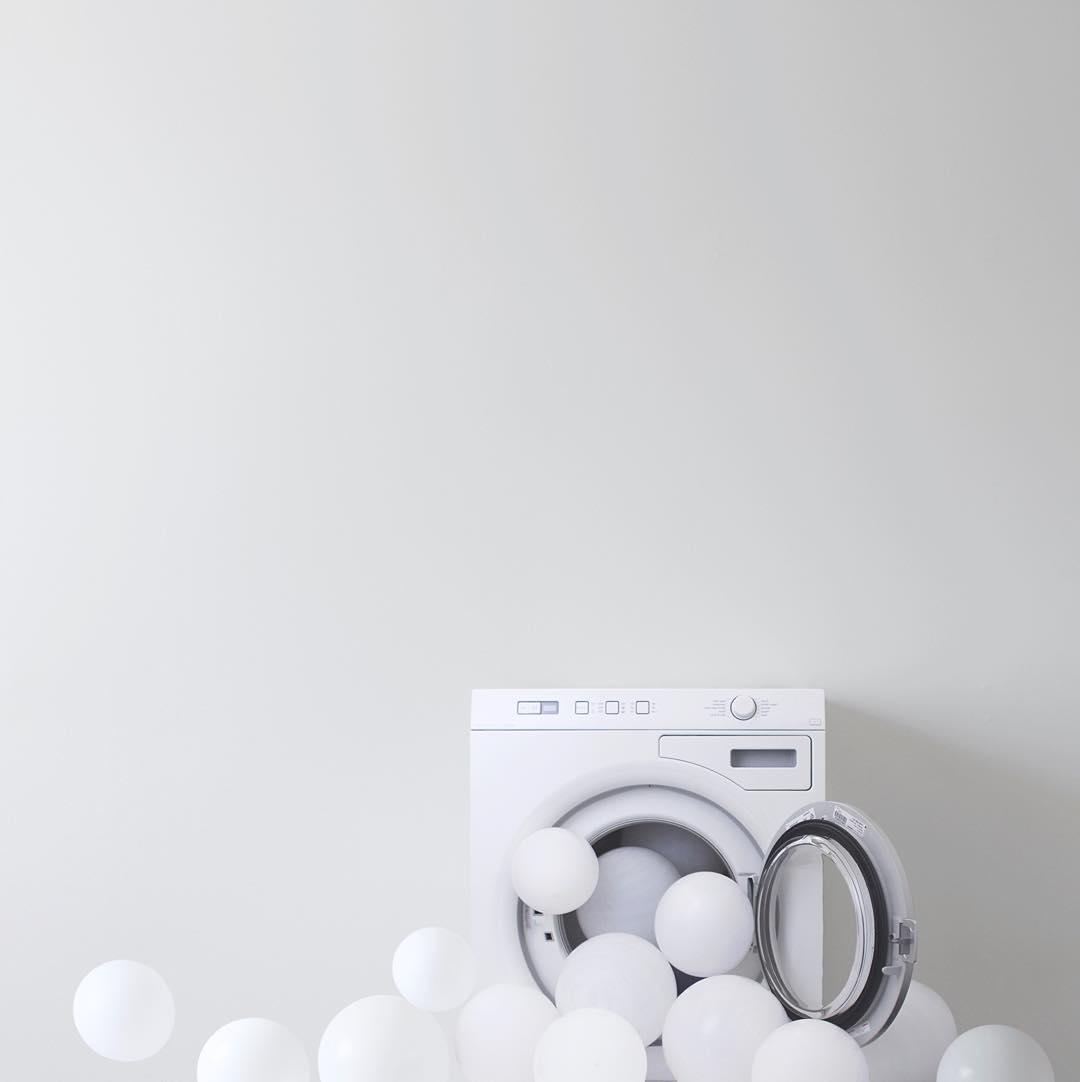 minimal-photography-funny-balloons-peechaya-burroughs-2