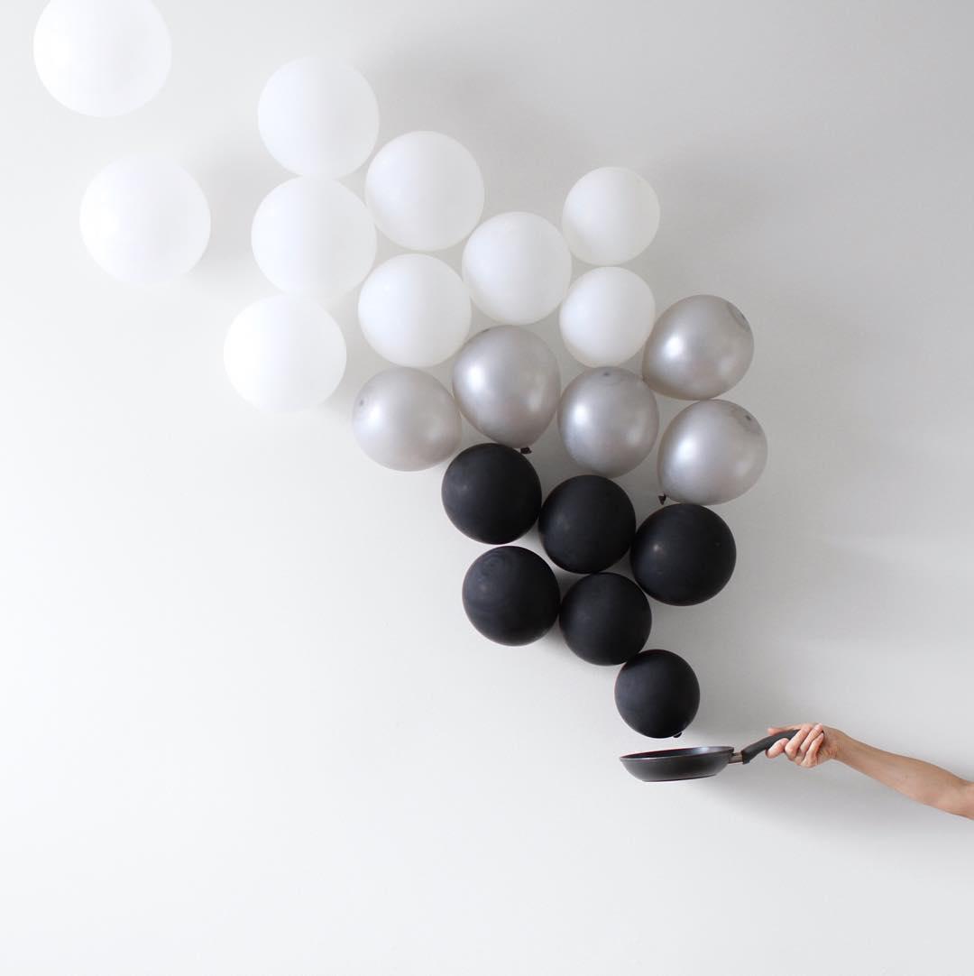 minimal-photography-funny-balloons-peechaya-burroughs-4