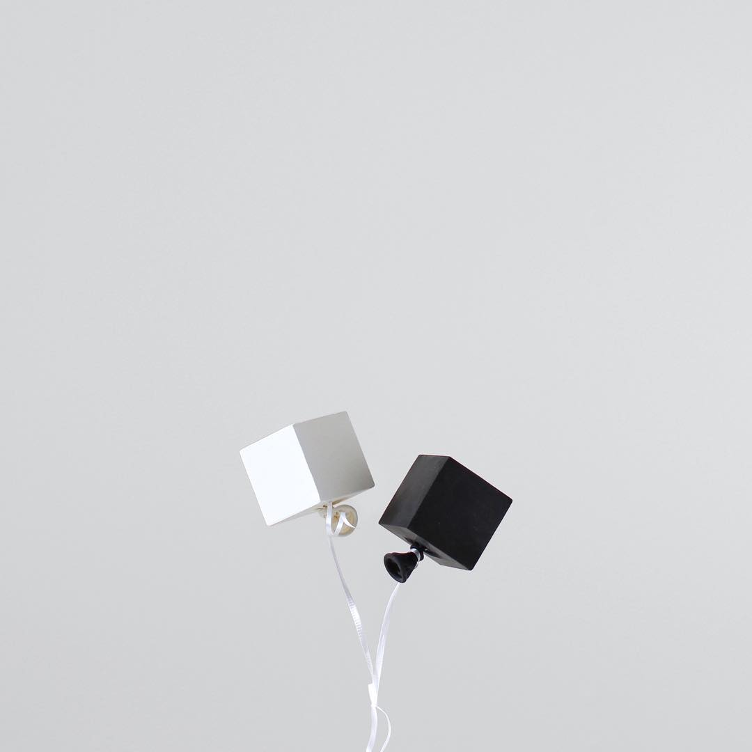 minimal-photography-funny-balloons-peechaya-burroughs-6