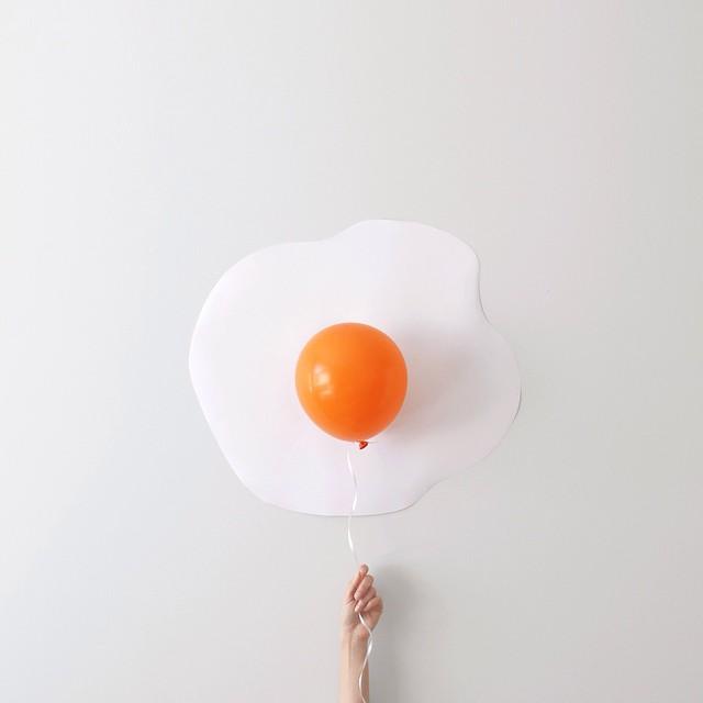 minimal-photography-funny-balloons-peechaya-burroughs-8
