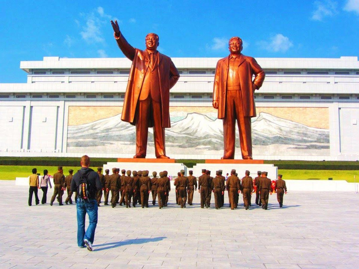 they-also-visited-the-dear-leader-right-and-great-leader-left-statues-in-pyongyang-which-feature-statues-of-kim-jong-il-and-his-father-kim-il-sung-justin-and-anna-were-required-to-bow-before-th (1)