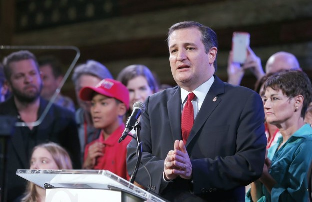 epa05189825 US Republican presidential candidate Ted Cruz speaks to supporters during his election night party after the Super Tuesday in Stafford, Texas, USA, 01 March 2016. Twelve states voted in the early primary on Super Tuesday across the country. US Senator Ted Cruz, who won in Texas and in Oklahoma, said he is the only candidate who can stop early front-runner Donald Trump from winning the Republican Party's presidential nomination.  EPA/THOMAS B SHEA  Dostawca: PAP/EPA.