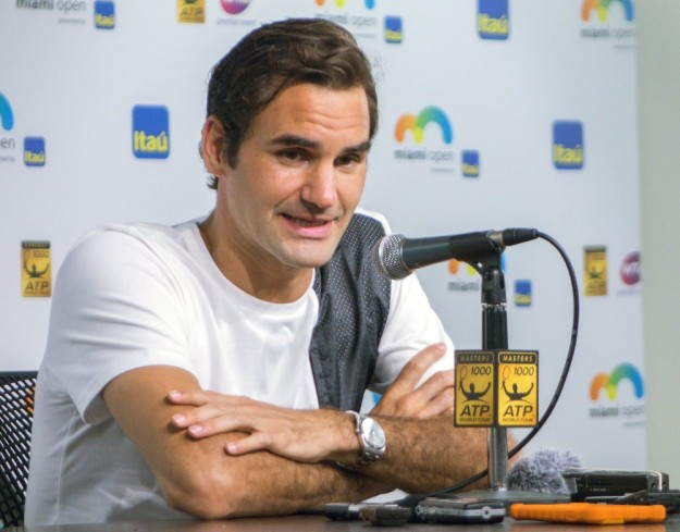 epa05229675 Roger Federer of Switzerland speaks to the media before playing at the Miami Open tennis tournament on Key Biscayne, Miami, Florida, USA, 24 March 2016. EPA/CRISTOBAL HERRERA Dostawca: PAP/EPA.