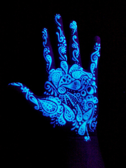 11 Tatuaży Które Widać Tylko W Ciemności Pod światłem Uv