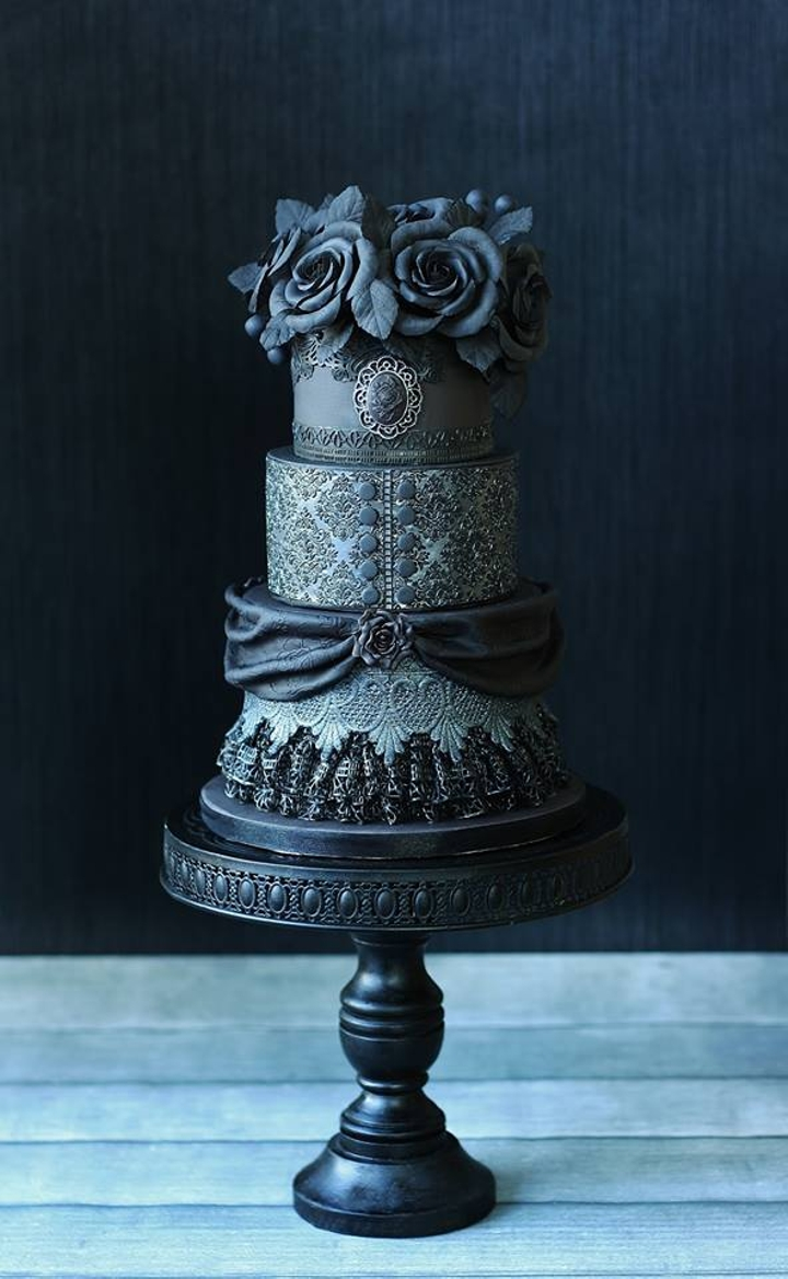 This gorgeously gothic black rose cake.