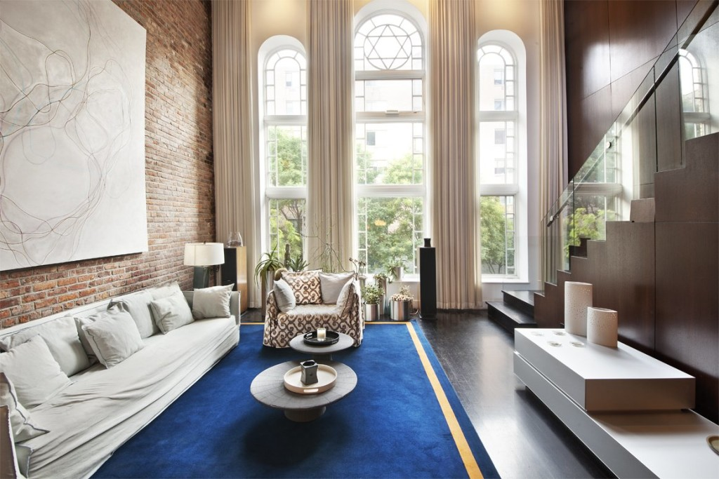 manhattans-east-village-features-a-renovated-synagogue-that-now-functions-as-a-townhouse