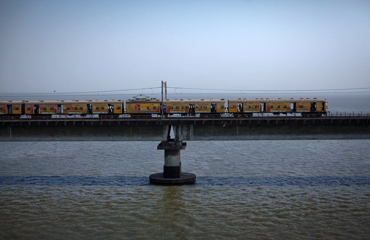 the-fastest-train-in-india-the-new-delhi-bhopal-shatabdi-runs-at-93-mph