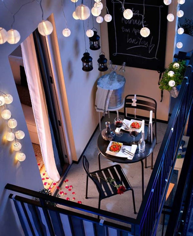 1178405-650-1460035885-romantic-balcony-lights_mini