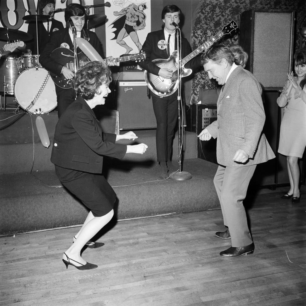 "BATMAN - ""Batman Premier Party"" - Shoot date January 12, 1966. (Photo by ABC Photo Archives/ABC via Getty Images) BURGESS MEREDITH"
