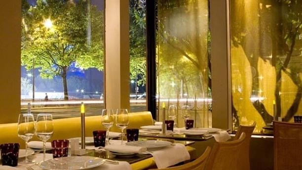 6 New York - 10 restauracji, z najwspanialszym widokiem w Paryżu