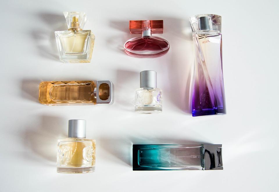 jak przedłużyć trwałość perfum
