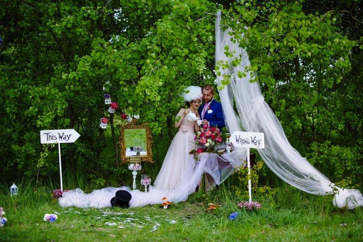 """wesele w stylu """"Alicji w Krainie Czarów"""""""