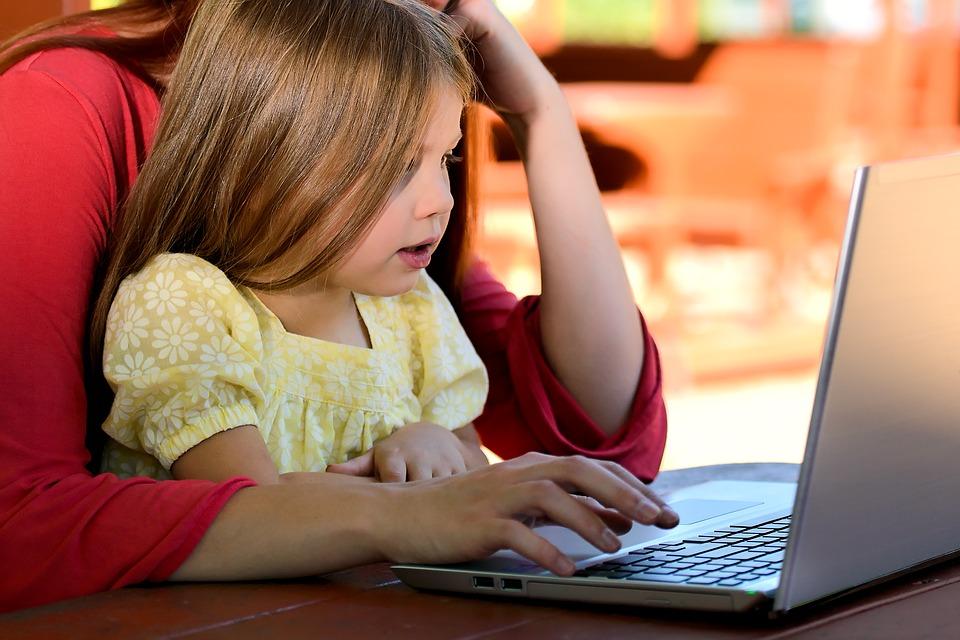 Co robisz, kiedy musisz pracować, a Twojemu dziecku bardzo się nudzi?