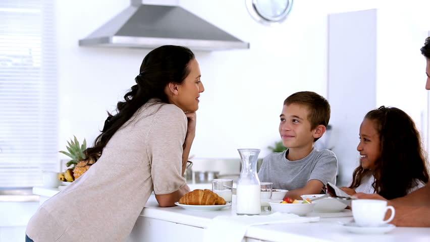 W jaki sposób witasz się ze swoim dzieckiem codziennie rano?