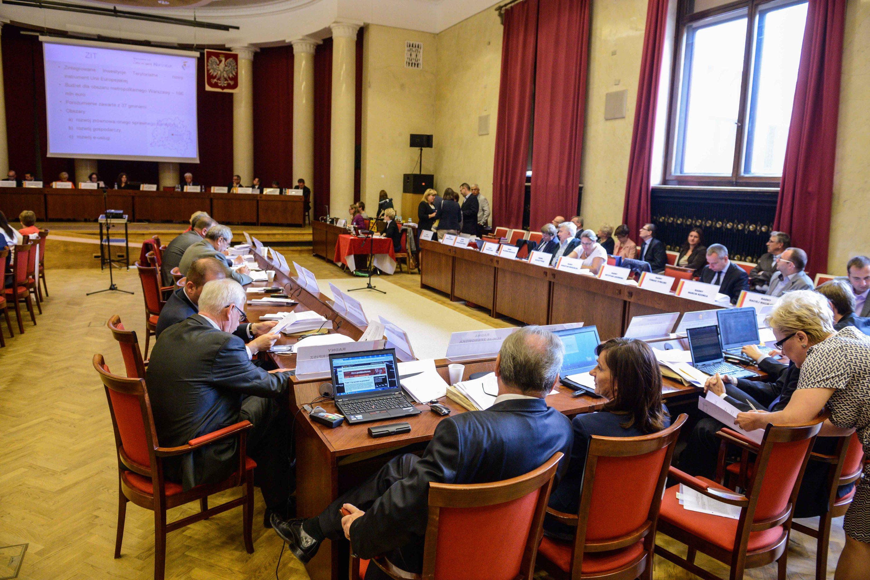 W czwartek nadzwyczajna sesja Rady Warszawy ws reprywatyzacji