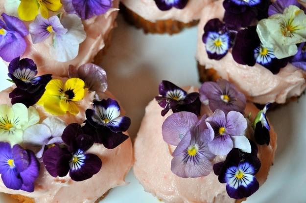 dania z jadalnymi kwiatami