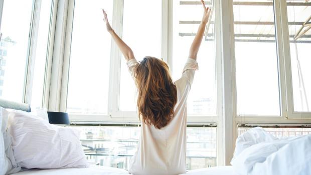 porady, jak wstać z łóżka na czas