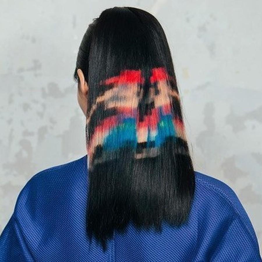 włosy stylizowane na grę Super Mario