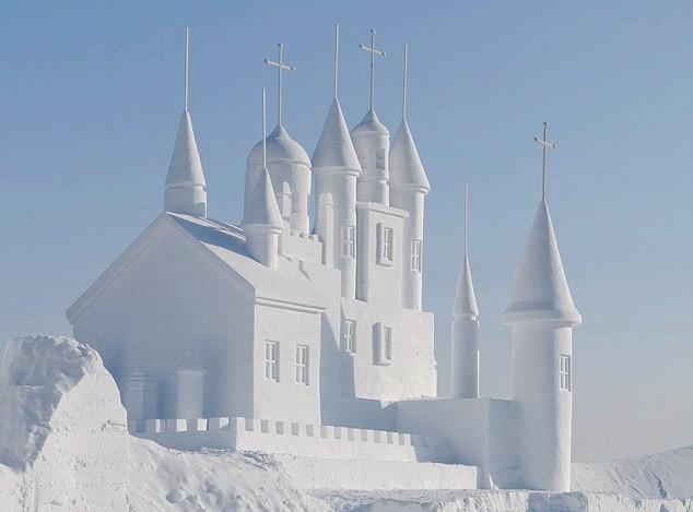 śnieżne rzeźby budynki