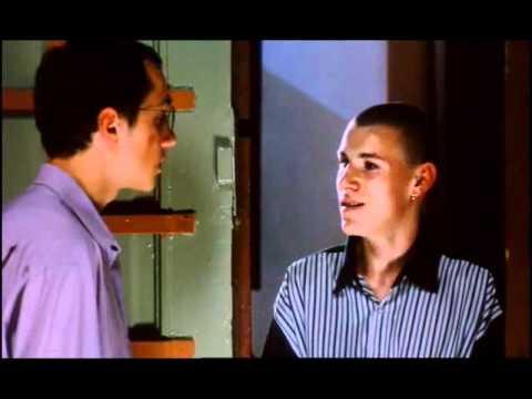 Jakie pytanie w tej scenie zadał Oskarowi chłopak po prawej?