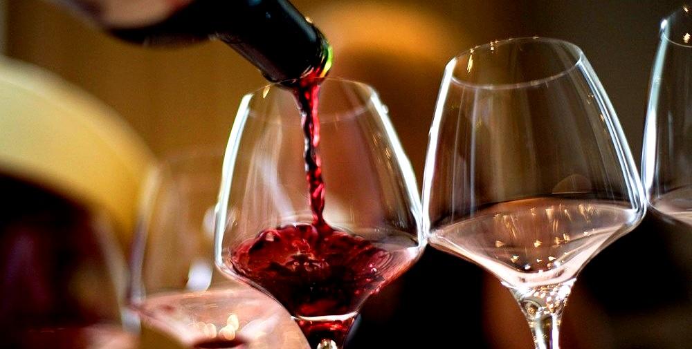 proste sposoby, aby uniknąć bólu głowy po wypiciu czerwonego wina