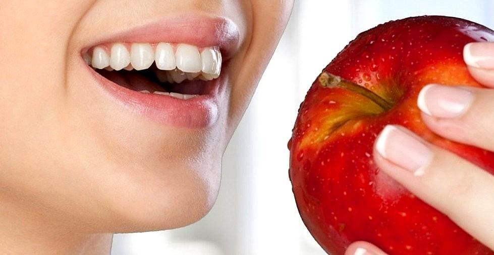 naturalne sposoby na wybielenie zębów