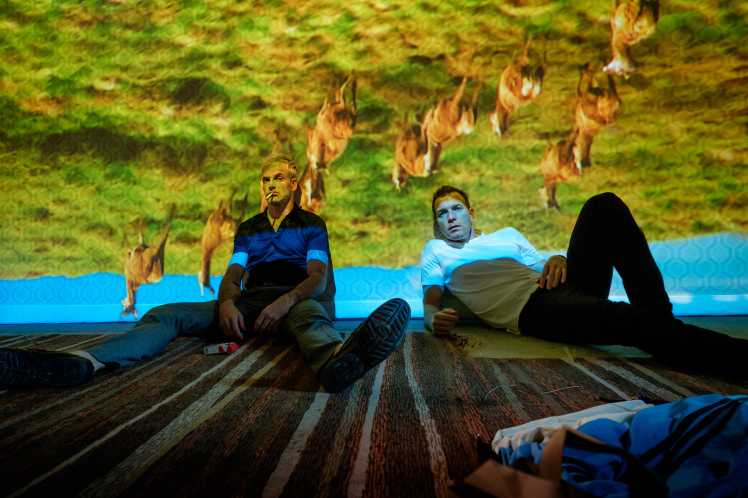 T2-JB-01780-Edit.tif Simon (Jonny Lee Miller) and Mark Renton (Ewan McGregor)