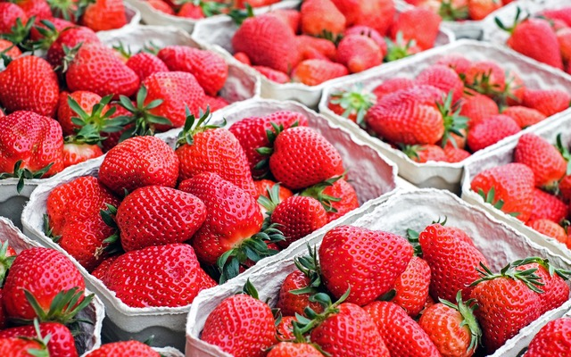 strawberries-fruit-red-sweet-106148