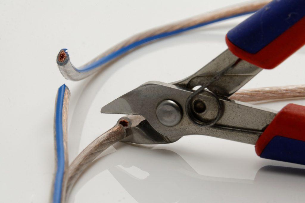 szczypce, kabel, przecinanie