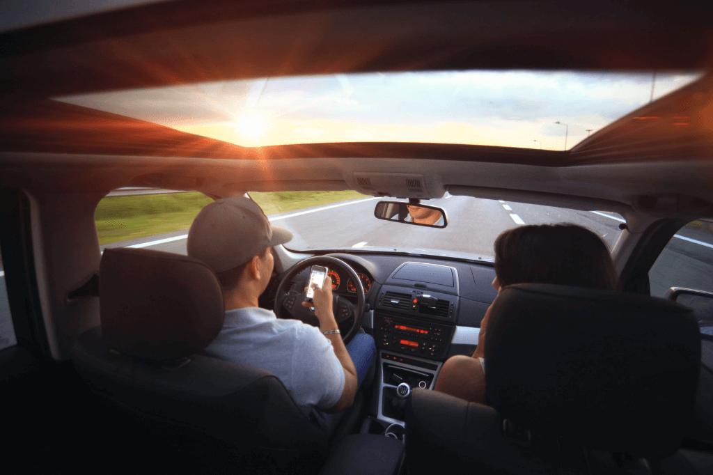 smsowanie w czasie jazdy